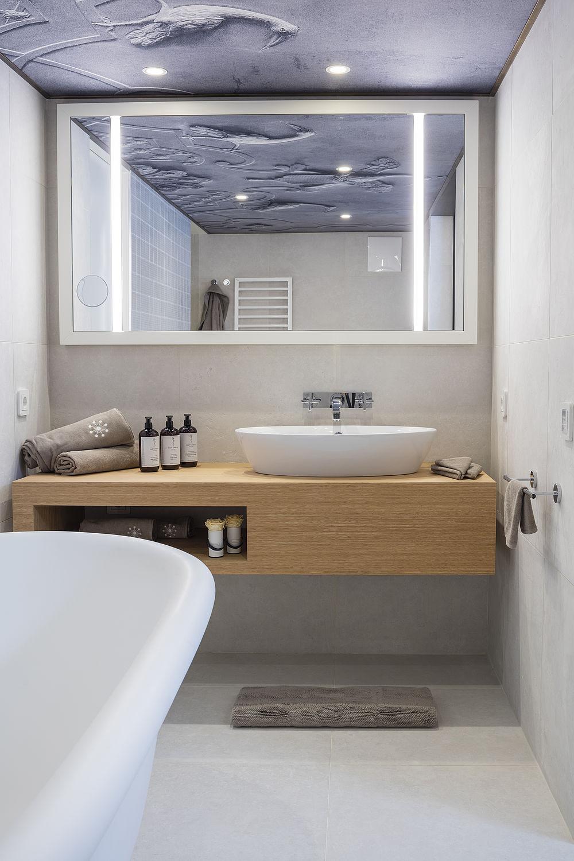 Großes Badezimmer In Der Honeymoon Suite In Salzburg